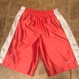 Nike Girls shorts medium (10-12)